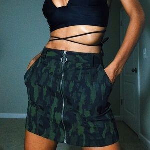 Camouflage front zip skirt